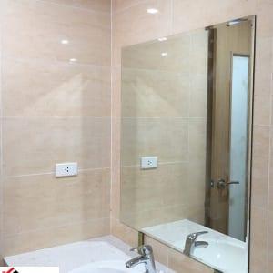Gương dán tường nhà tắm
