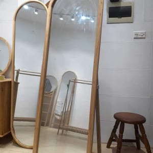 Gương đứng có chân