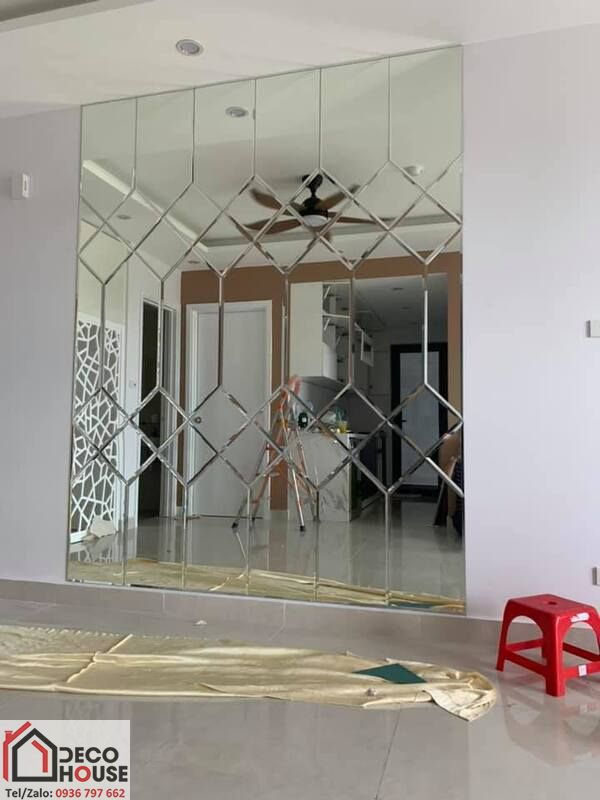 Gương ốp tường trang trí căn hộ chung cư