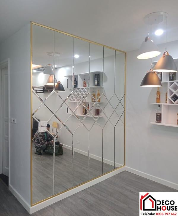 gương soi dán tường phòng khách