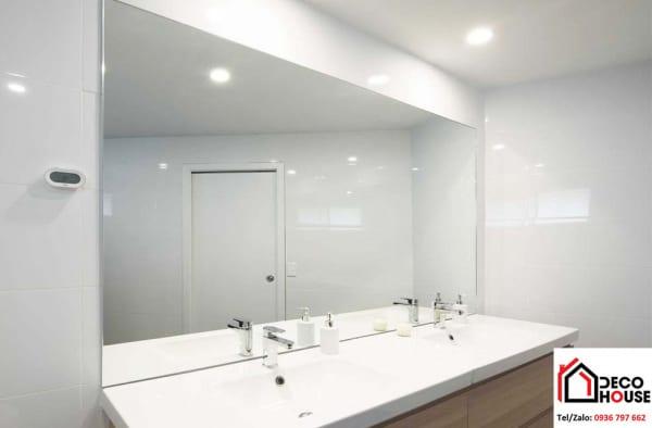 Gương soi nhà tắm dán tường
